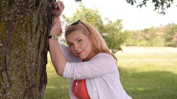 Show-ul fierbinte al lui NinnaDevine – Fata pe Jasmin