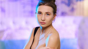 Show-ul fierbinte al lui AliceSweetKiss – Fata pe Jasmin