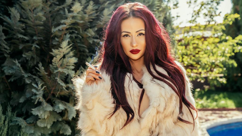 Show-ul fierbinte al lui TiffanyRayXO – Fata pe Jasmin