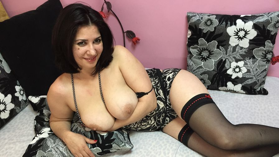 lovelykarine | Nudewebcamstars