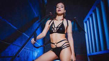 Show-ul fierbinte al lui Ninadouxxx – Fata pe Jasmin