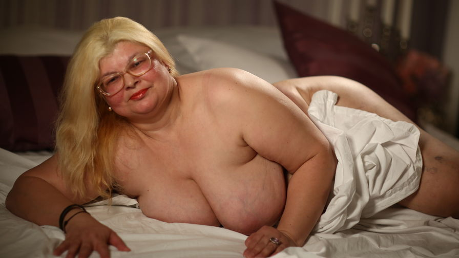 MadameBetty的个人照片 – LiveJasmin上的资深熟女
