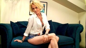 Show-ul fierbinte al lui DesireedGoldd – Femeie Matura pe Jasmin