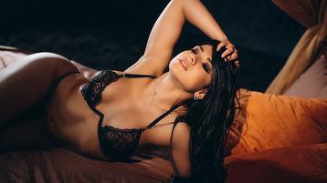 Show fierbinte la webcam PowerGirl22  – Fata pe Jasmin