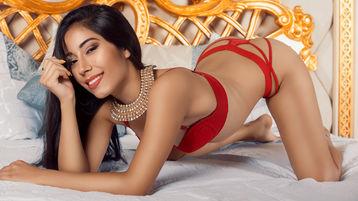 Show fierbinte la webcam JenniferLohan  – Fata pe Jasmin