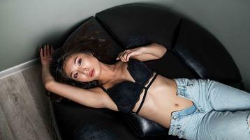 Show fierbinte la webcam AmiraMillie  – Fata pe Jasmin