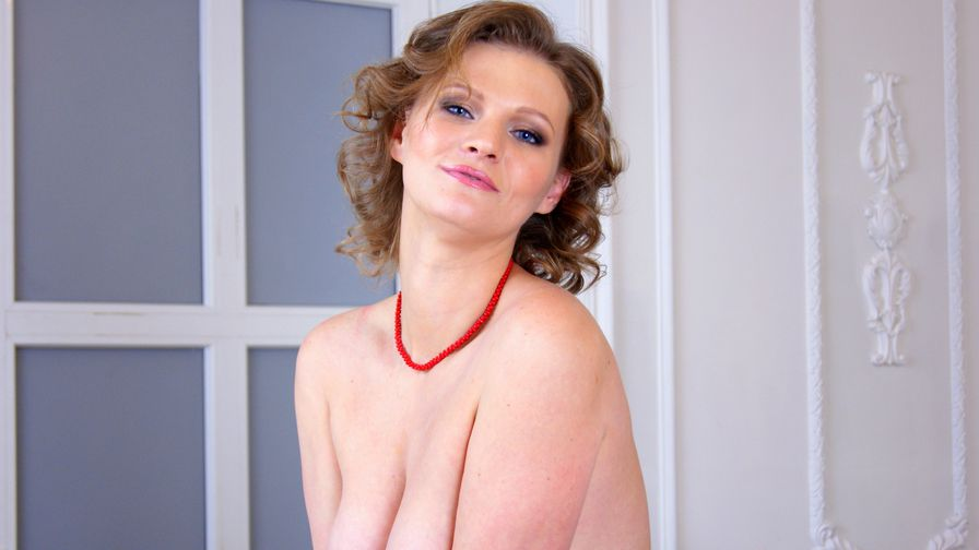 NaughtyZoyaXXX's profile picture – Mature Woman on LiveJasmin