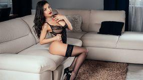 Show fierbinte la webcam KittyBenks  – Fata pe Jasmin