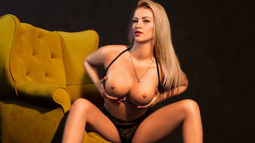 LOVELYBLONDIExx's profile picture – Girl on LiveJasmin
