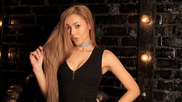 Show fierbinte la webcam SingerPrinces  – Fata pe Jasmin