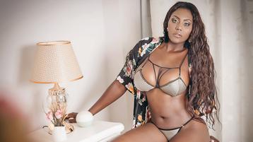 Show-ul fierbinte al lui FalakMoon – Fata pe Jasmin
