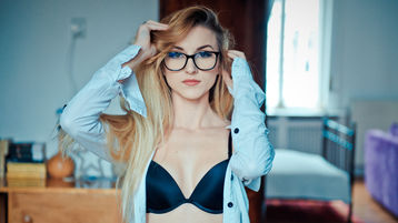 Show fierbinte la webcam MilaVixen  – Fata pe Jasmin